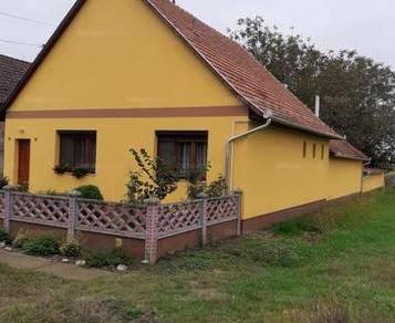 Eladó családi ház Csorvás, 2 szobás
