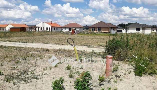 Győrzámolyi eladó telek, 720 négyzetméteres