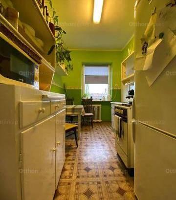 Eladó lakás Dunaújváros, 2 szobás