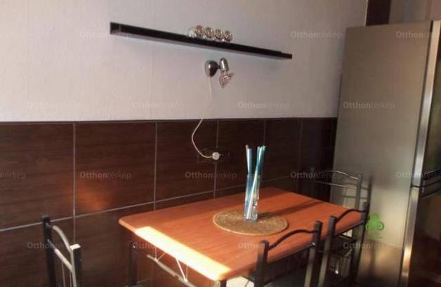 Debrecen 2 szobás lakás eladó a Gyöngyösi utcában