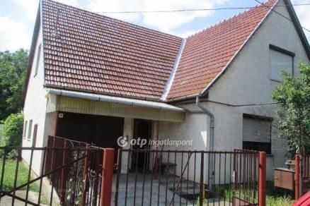 Csongrádi családi ház eladó a Szemere Bertalan utcában, 94 négyzetméteres