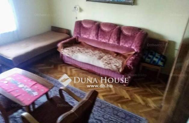 Sásdi családi ház eladó, 100 négyzetméteres, 3 szobás