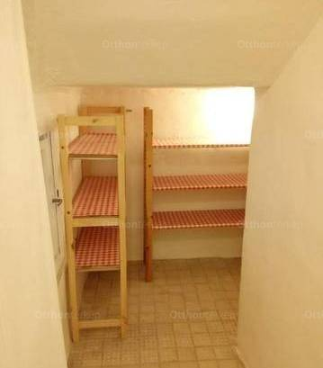 Kiadó házrész Albertfalván, 3 szobás