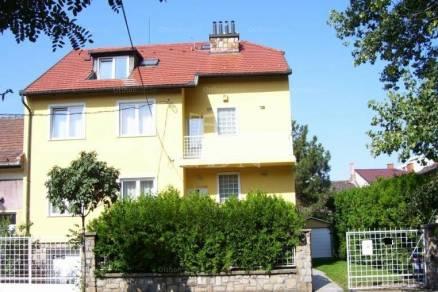 Eladó családi ház, Budapest, 6+2 szobás