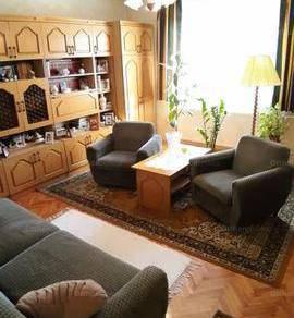 Pécsi családi ház eladó, 250 négyzetméteres, 5+1 szobás