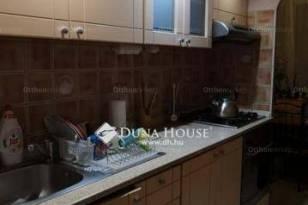 Eladó lakás, Veszprém, 2+1 szobás