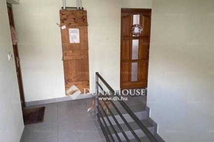 Pécsi eladó lakás, 1+1 szobás, az Alkotmány utcában