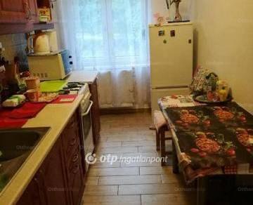 Eladó lakás Komló, Berek utca, 2 szobás