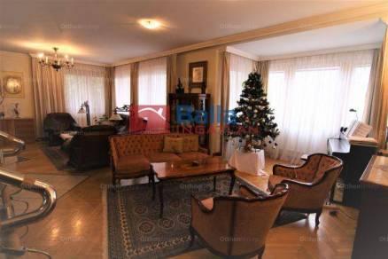 Budakeszi eladó családi ház, 6 szobás, a Barackvirág utcában