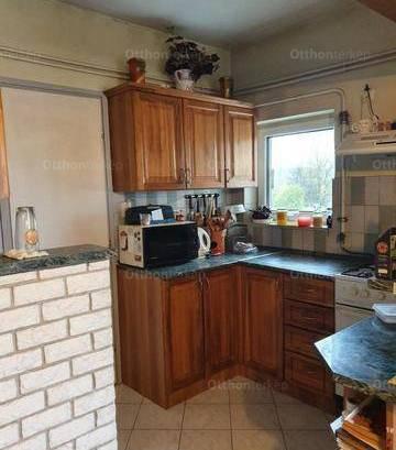 Eladó családi ház Mosonszentmiklós, 5+1 szobás