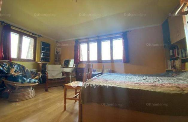 Eladó családi ház Csúcshegyen, 3+1 szobás