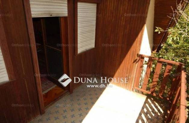 Velence 1+4 szobás nyaraló eladó az IX. utcában