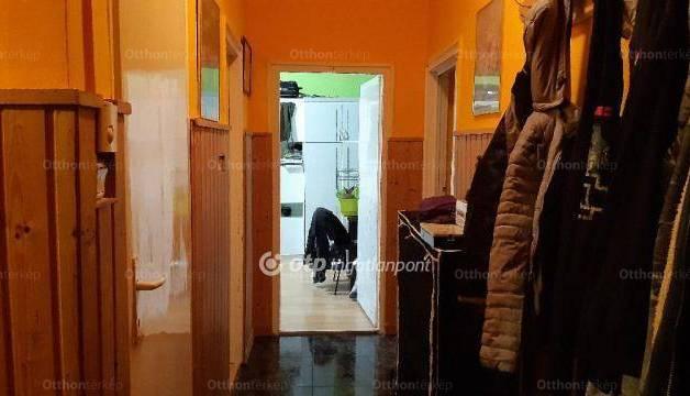 Komlói lakás eladó, 55 négyzetméteres, 2 szobás