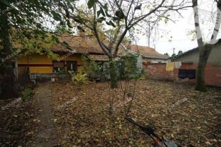 Kiskunfélegyházai házrész eladó a Szentesi úton, 70 négyzetméteres