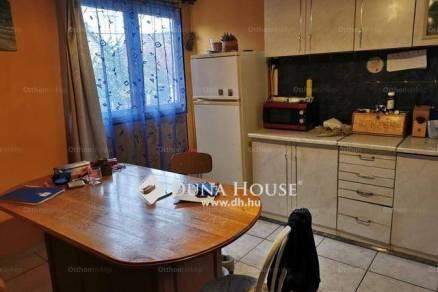 Komáromi eladó családi ház, 2+2 szobás, a Zrínyi Miklós utcában