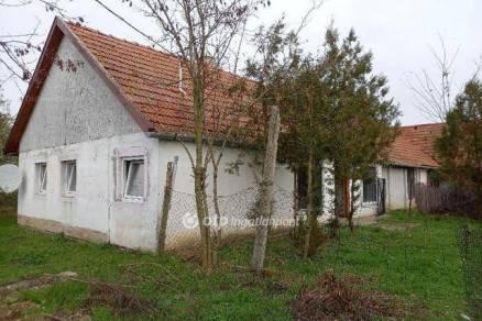 Gyulai családi ház eladó, 75 négyzetméteres, 2 szobás