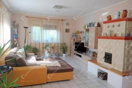 Eladó családi ház, Hegyeshalom, 6 szobás