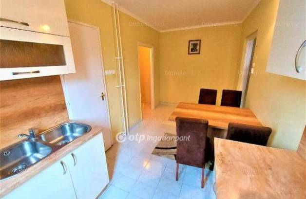 Kecskeméti eladó lakás, 2+1 szobás, 64 négyzetméteres