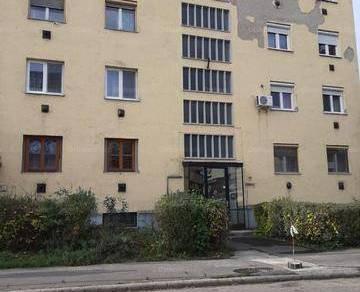 Eladó lakás Szolnok, 2 szobás