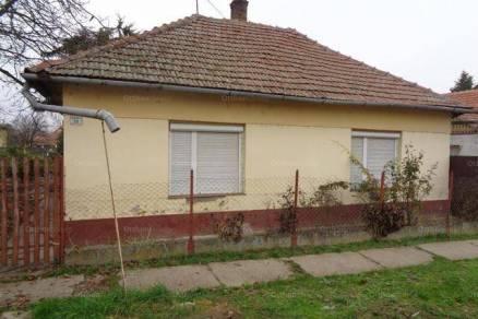 Családi ház eladó Békés, 80 négyzetméteres