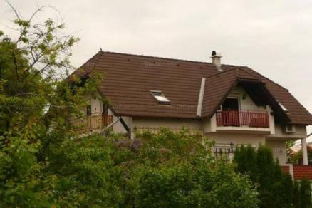 Balatonalmádi családi ház eladó, 255 négyzetméteres, 4+2 szobás