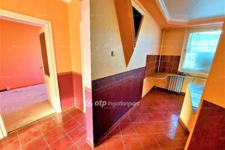 Eladó 2+1 szobás lakás Nagykőrös