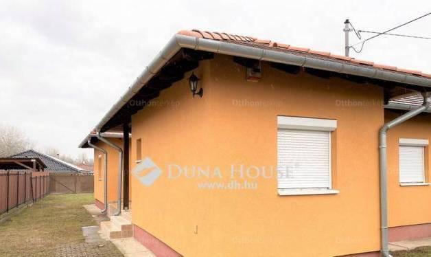 Szigetszentmiklós ikerház eladó, Szöcske utca, 2+3 szobás