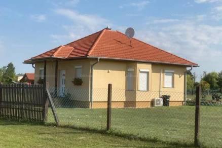 Hövej családi ház eladó, 2 szobás