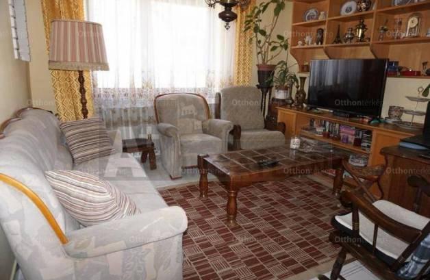 Eladó 6 szobás családi ház Deszk