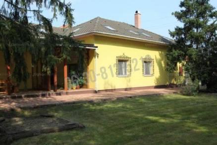 Családi ház eladó Tarján, 250 négyzetméteres