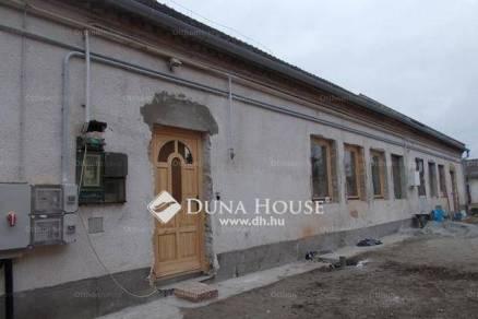 Eladó 2+2 szobás lakás Tata a Dózsa György utcában