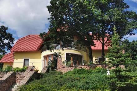 Családi ház eladó Balatonalmádi, 230 négyzetméteres