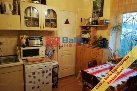 Komlói eladó családi ház, 3 szobás, a Magyar Bálint utcában