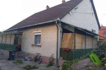 Tápiószentmárton 3 szobás családi ház eladó a Tavasz utcában 22-ben