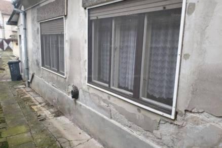 Mohácsi eladó családi ház, 5+2 szobás, 150 négyzetméteres