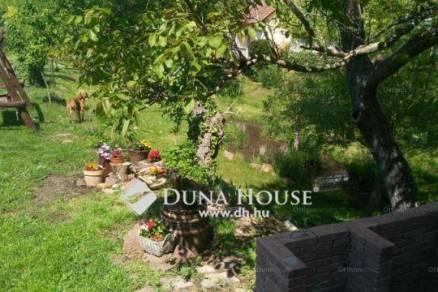 Balatonalmádi 3+2 szobás családi ház eladó a Veszprémi úton
