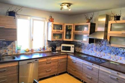 Ürömi családi ház eladó, 300 négyzetméteres, 7 szobás