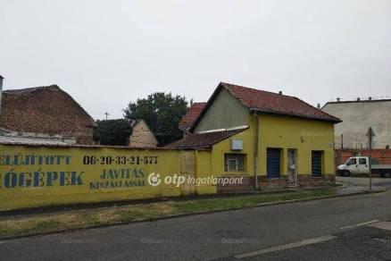 Budapesti eladó családi ház, 2 szobás, 70 négyzetméteres