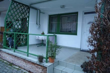 Pápai lakás eladó, 156 négyzetméteres, 6+1 szobás