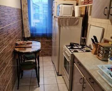 Eladó 1+2 szobás lakás Pápa