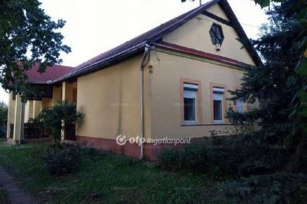 Eladó családi ház Erk, 3+2 szobás