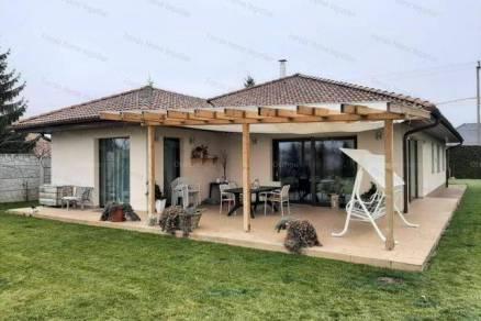 Ács új építésű családi ház eladó, 5 szobás
