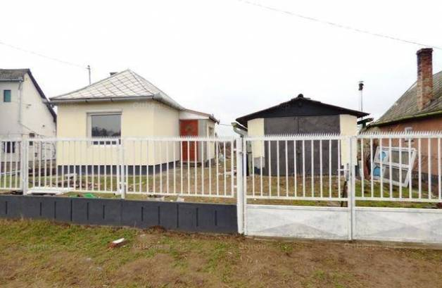Hajdúsámson családi ház eladó, 1 szobás