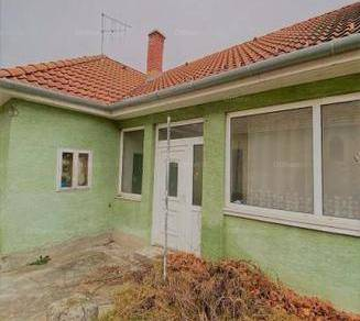 Eladó 3 szobás családi ház Lipót
