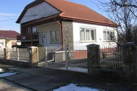 Tóalmási családi ház eladó, 200 négyzetméteres, 4 szobás