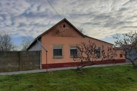 Eladó családi ház Makó, 5 szobás