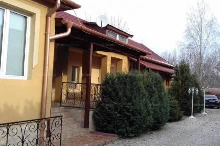 Soponya eladó családi ház
