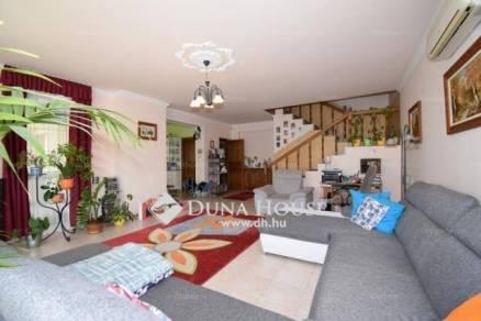 Családi ház eladó Debrecen, az István úton, 269 négyzetméteres