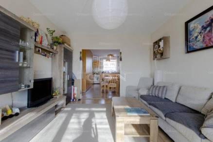 Dunakeszi lakás eladó, 70 négyzetméteres, 2+2 szobás