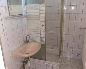 Dunaújvárosi eladó családi ház, 2 szobás, 53 négyzetméteres